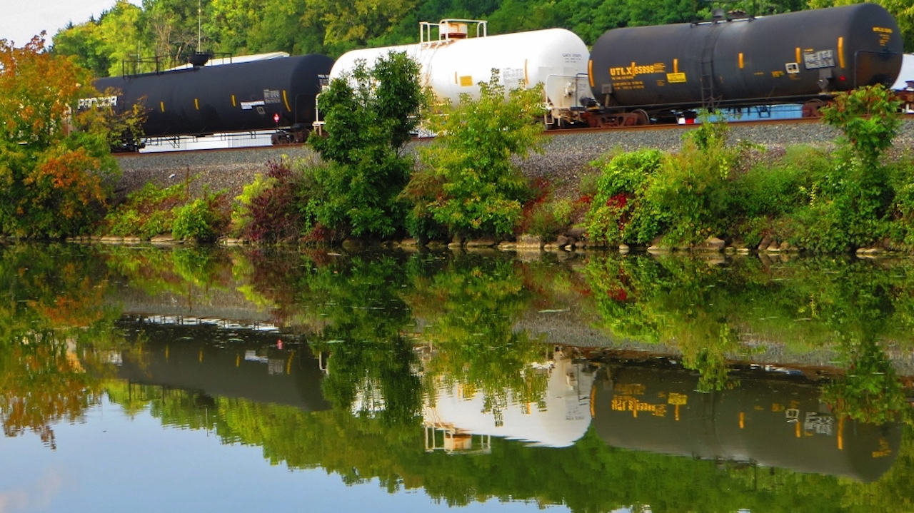 Rail cars reflecting in the canal (photo)